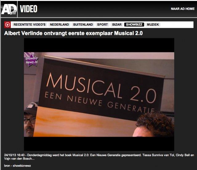 AD - Albert Verlinde ontvangt eerste exemplaar Musical 2.0